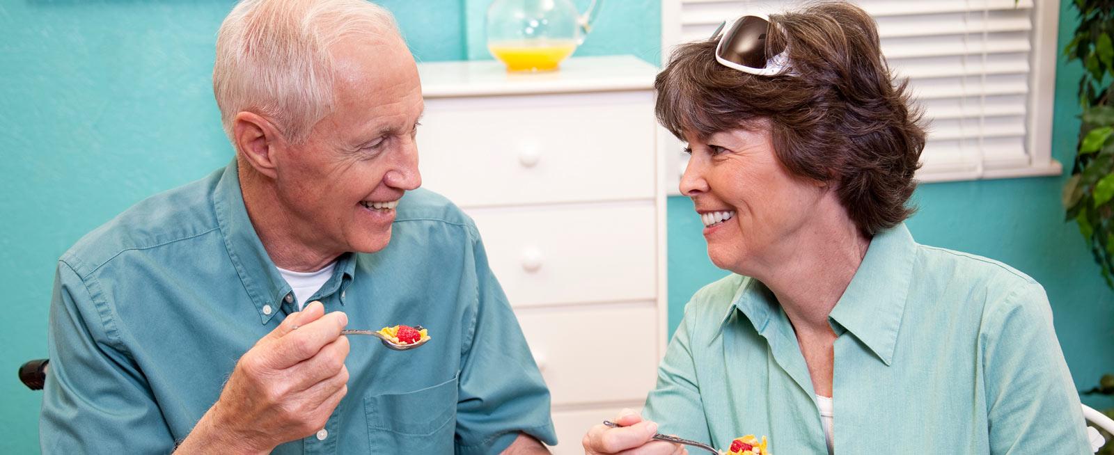 vrs seniors eating a meal